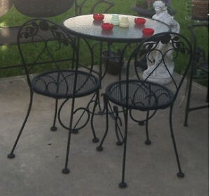 Bistro buy or sell patio garden furniture in edmonton for Outdoor furniture kijiji