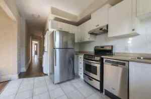 Bright and spacious—2 bed 1 bath, Parking/In-Suite Laundry
