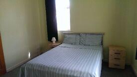Large Double Room in Kensington L6