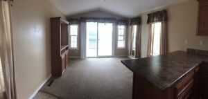 WATERFRONT - PARK MODEL 2 BEDROOM 12X44 WITH 12X8 PORCH Peterborough Peterborough Area image 6