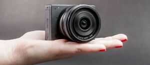 Smallest Mirrorless Camera in the world Z-Camera E-1 .body only