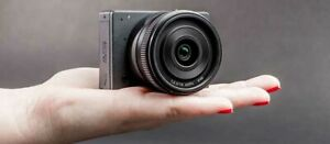 World's smallest mirrorless camera