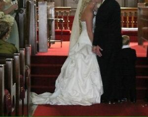 Alfred sung size 2/4 wedding gown