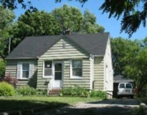 Students! Spacious 5 bedrooms house - $345/bedroom