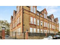 ***STOKE NEWINGTON: Beautiful, Modern 3 Bed Flat in Gated School Conversion***