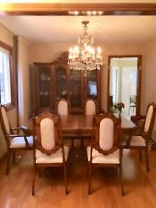 Dining Room Set - Solid Oak - Excellent Condition