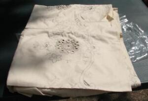 Linen Tablecloth with Hand Embroidery and Napkins