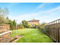 Spacious 3 bed ground floor flat Large back garden pebbled to front