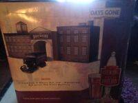 Lledo Days Gone BB1002 Scammell Six-Wheel Box Van-Whitbread, with a 3 piece Tin plate Brewery 1/87