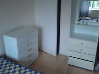 Cosy light double room E14. Westferry, Limehouse. NOW