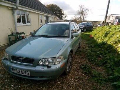 For sale - 2L petrol Volvo V40 Estate in green