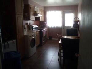 ALOUER/RENT 3 bedroom apartment for July 1st