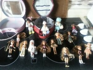 15 Mini Bratz Dolls with Case