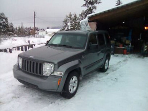 2012 Jeep liberty 4x4 trail rated + tow package low kilometers.
