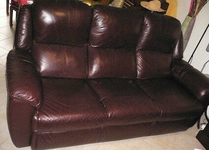 Genuine Very Fine Leather Fully Wraped 3 Seaters Lounge/sofa. Has