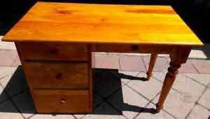 wooden desk (school desk)