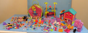 POLLY POCKET, UN LOT DE FIGURINES  ET D ACCESSOIRES  etc...