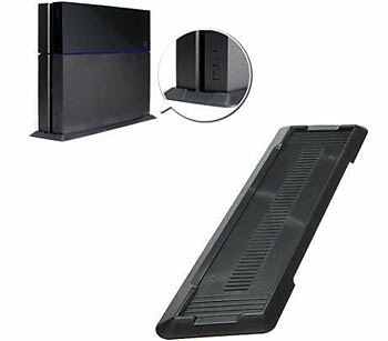 Vertikal aufgestellt sieht die PS4 noch cooler aus und spart enorm Platz.