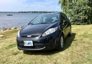 2013 Ford Fiesta SE Hatchback w/ winter tires and more!