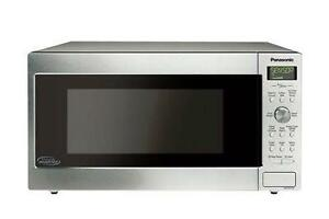 Panasonic 1.6 cu. ft. Cyclonic Wave Inverter Technology Microwave Oven NNSD755S