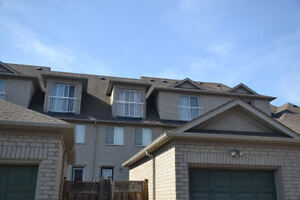 RICHMOND HILL TOWN HOUSE FOR RENT - 3 BEDROOM 3.5 BATH Yonge/Hw7