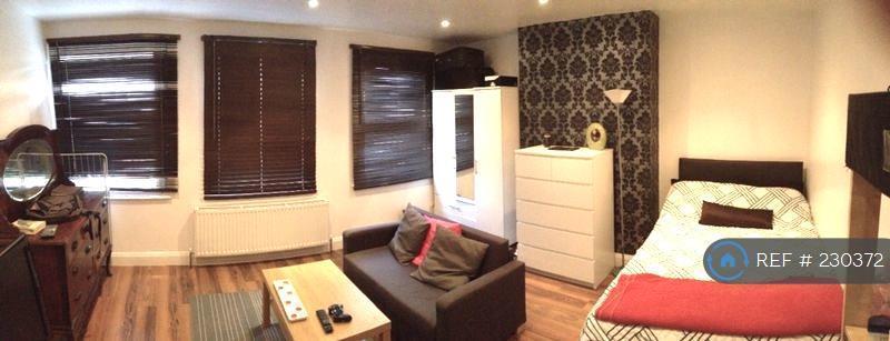 1 bedroom in Nant Road, London, NW2