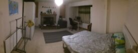 Very large room only 5 mins' walk to BH town and station