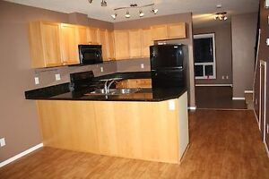 High River townhouse condo for rent availableMay 15th or June 01