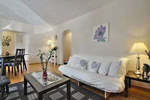 <5 Minutes Walk to UofC & BANFF TRAIL C-Train Station!!!