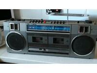 Getto blaster stereo retro radio cassette player