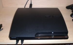 Mint PS3 console slim 500GB/2 controller/3 games