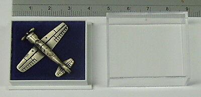 Jak-52, Yak-52, Pin / Anstecker Metall,Patiniert, Größe 2,8 cm * 3,2 cm NEU