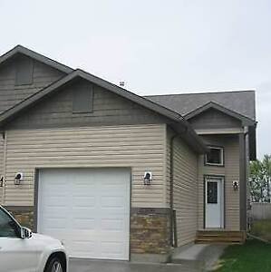 Duplex with Garage Available October 1!