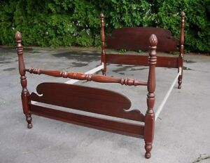 ANTIQUE/VINTAGE MAHOGANY PINEAPPLE POSTER BED FRAME