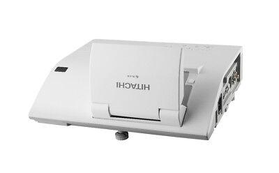 HITACHI ULTRA SHORT THROW PROJECTOR 2200 LUMENS NEW LAMP HDMI usb