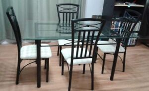 DINING ROOM TABLE AND 4 CHAIRS - Beamsville