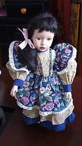 Vintage porcelain collectable doll great condition on a stand