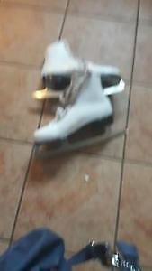 Ladies figure skates - Great Condition - size 9