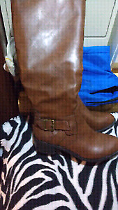 BRAND NEW PERFECT FOR FALL BROWN LEATHER BOOTS