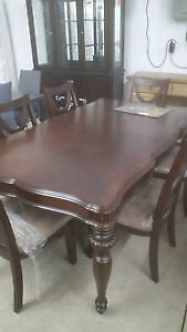 beautiful table with 6 chairs - delivery available