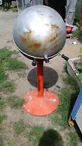 ART -DECO VINTAGE ~SHEPHERD BALL-B-Q ~  IT IS IN VERY GOOD COND Belleville Belleville Area image 1