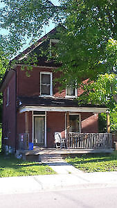 ***MAIN FLOOR ROOM FOR RENT ON ROMAINE ST. 450 A MONTH***