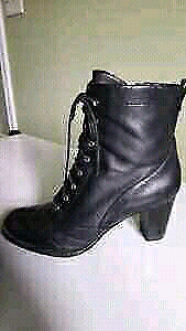 N95 waterproof Naturalizer leather boots.