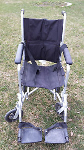 Foldable wheel chair