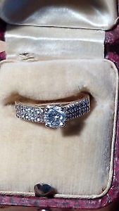 New 0.7 karat natural diamond 14 kt yellow gold Italian ring