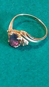 10 kt golden ring with amethyst and circonium