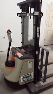 Electric Forklift Crown ST-3000 - Almost New!