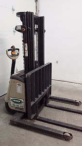 Electric Forklift Crown ST-3000 - Almost New! Kawartha Lakes Peterborough Area image 2
