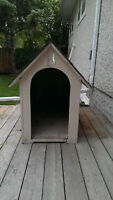 1 LARGE DOG HOUSE