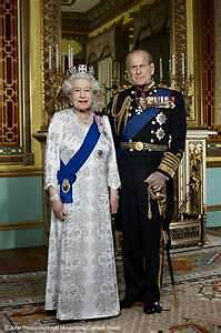 DIAMOND-JUBILEE-FRAMED-PHOTO-IMAGE-OF-QUEEN-ELIZABETH-II-PRINCE-PHILIP-ROYALTY